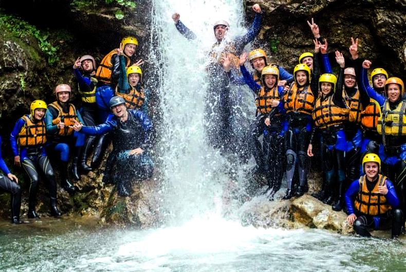 Canyoning: csúszdázz, ugrálj, ereszkedj